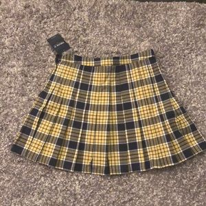 Forever 21 plaid pleated skirt